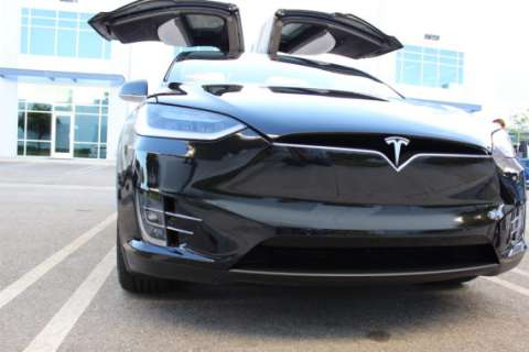 tesla-model-x-black-eye-570x3801