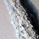 ESA показало на видео рождение огромного айсберга в Антарктиде