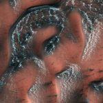 NASA показало снежные дюны на Марсе