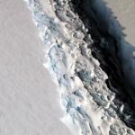 Отколовшийся гигантский айсберг показали на видео