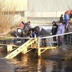 130 000 мальков пёстрого толстолобика выпустили сотрудники БАЭС в Белоярское водохранилище