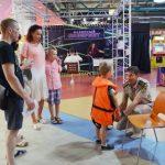 Новые форматы работы: специалисты Костромаэнерго провели занятие по электробезопасности для детей в торговом центре