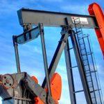 Нефть продолжает дешеветь после падения на максимум за 2 года в октябре