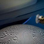 Cassini показал уникальные снимки спутника Сатурна