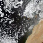 Спутник снял редкие спиральные облака в ночном небе