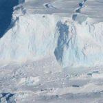 """Подводный дрон впервые исследовал основание """"ледника Судного дня"""" в Антарктиде"""