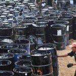"""Нефть становится """"черным барахлом"""" – производителей США просят доплатить за ее продажи"""
