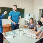 Омский НПЗ провел квест-олимпиаду для учеников городских школ