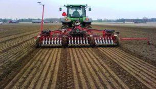 трактор сев поле