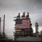 Американская нефть впервые за 20 лет торгуется ниже $15 за баррель