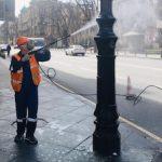 «Ленсвет» моет городские фонари