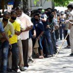 Индия пытается пополнить казну за счет налогов на алкоголь и топливо