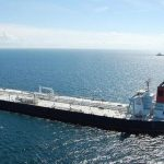 Себе в убыток: американские компании заполняют танкеры, но время ушло