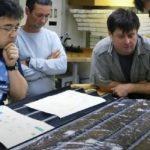 """Ученые """"разбудили"""" пролежавших на дне океана 100 млн лет микробов"""