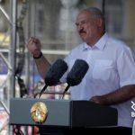 Лукашенко закрывает бастующие предприятия