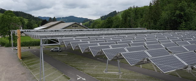 солнечные панели над парковкой