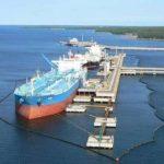 Танкер протаранил нефтеналивные причалы в порту Приморск