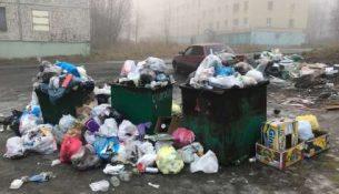 мусорный контейнер с мусором