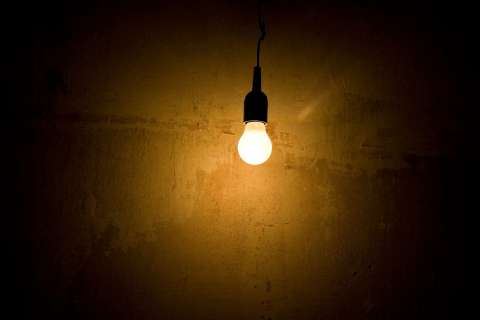 лампа в темноте свет электричество