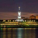 В парке Северного речного вокзала столицы подсветили причалы, бассейны и фонтаны