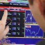 Лидерами роста на падающем рынке стали акции «РусГидро» и «ФСК ЕЭС»