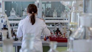 лаборатория ученый