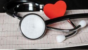 врач сердце кардиограмма