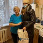 Волонтеры Брянскэнерго помогают ветеранам отрасли и в преддверии профессионального праздника поздравляют их с Днем энергетика