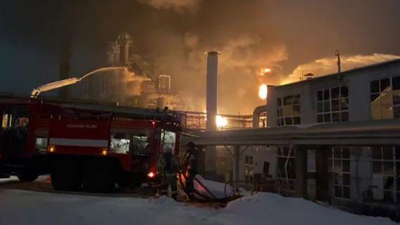 Пожар на нефтехимическом заводе в Уфе