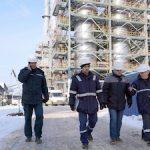На Мозырском НПЗ монтируют трубопроводы обвязки эбуляционных насосов реакторов гидрокрекинга