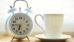 чашка будильник утро