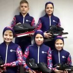 СХК помог приобрести спортинвентарь для юных конькобежцев Северска