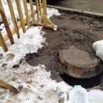 «Т Плюс» восстанавливает в Кирове поврежденные снегоуборочной техникой люки тепловых камер