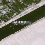 Блокада Суэцкого канала остановила международные поставки нефти
