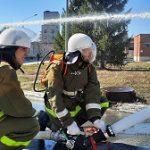 На Белоярской АЭС отработали навыки тушения лесной подстилки и очагов пожара в помещении