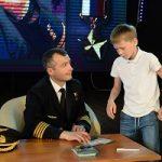 Герой России лётчик Дамир Юсупов наградил 118 старшеклассников города-спутника Белоярской АЭС