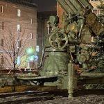 В Петербурге оформлен подсветкой памятник блокадной регулировщице