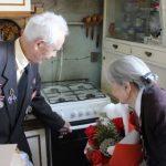 В столице Урала бесплатно заменили газовые плиты ветеранам ВОВ