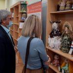 В Курчатове открылась выставка редких книг и авторских кукол