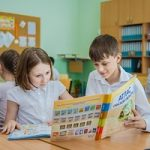 Омский НПЗ передал во все школы Омска и Омской области издания серии «География Омской области»