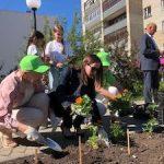 Цветущий атомград: Белоярская АЭС подарила Заречному 30 000 цветов