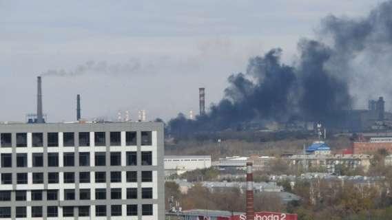 В Челябинске горит электрометаллургический комбинат